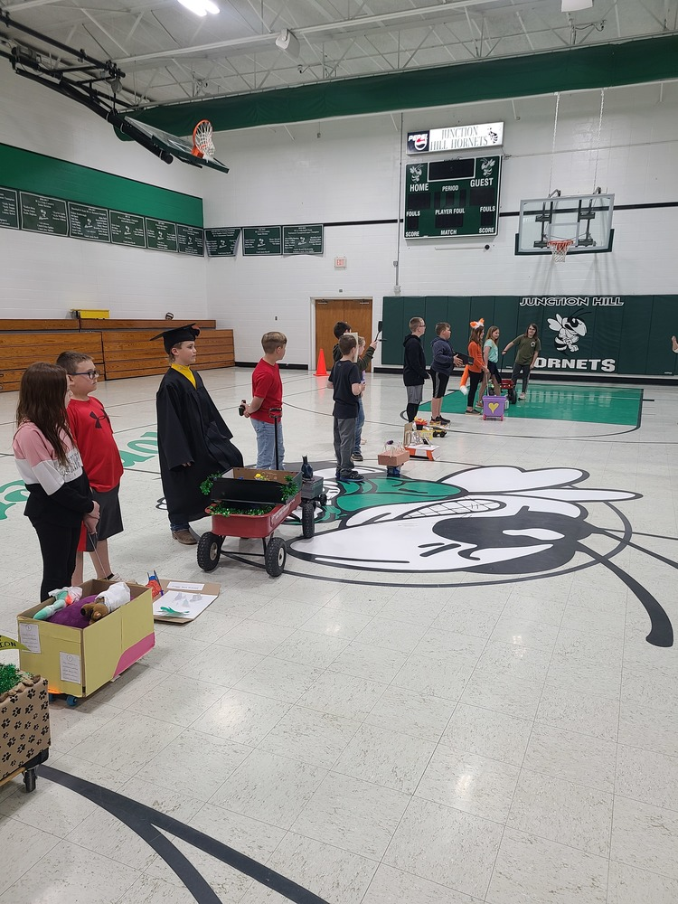 4th grade students share their floats